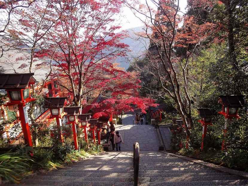 Kibune y Kurama - complejo de templos de Kurama y momiji