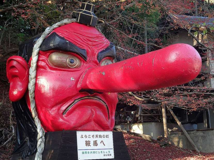 Kibune y Kurama - Estacion de Kurama. Demonio Tengu