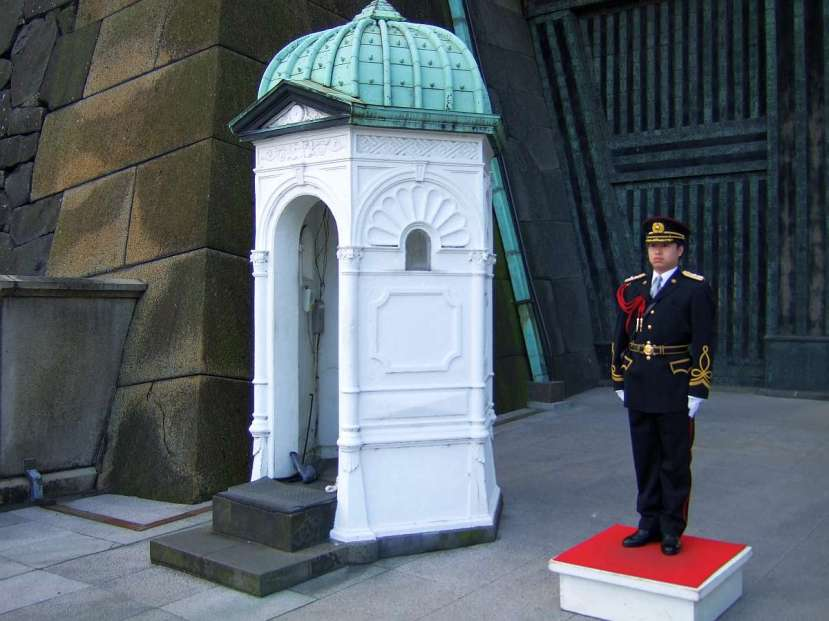 palacio imperial tokio caseta guarda