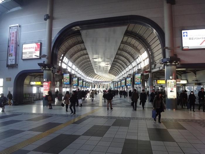 Visita edificio inmigracion Tokyo Shinagawa 002 Salida de JR Shinagawa Konan Exit Pasillo Enorme