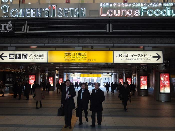 Visita edificio inmigracion Tokyo Shinagawa 003 Salida de JR Shinagawa Konan Exit Pasillo Enorme
