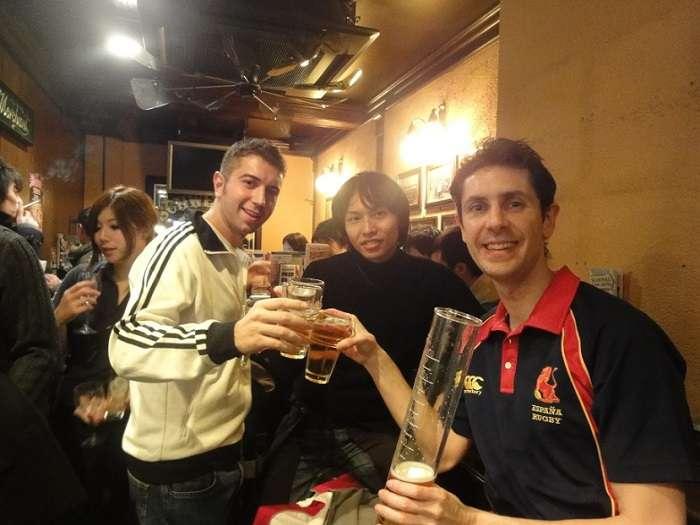 izakaya hub japon bebiendo