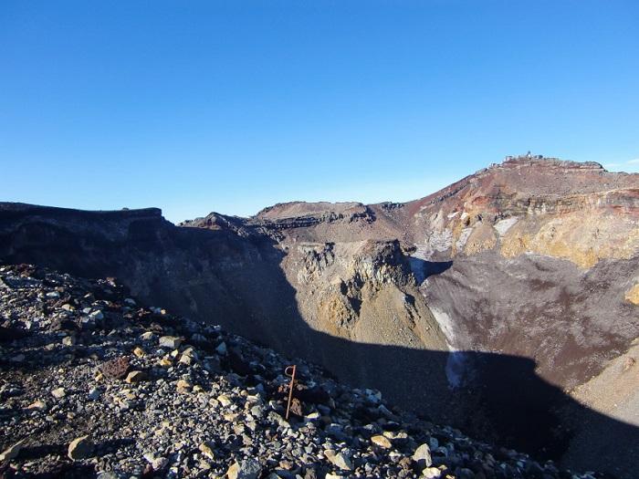 Subir al Monte Fuji. El crater en la cima del monte.