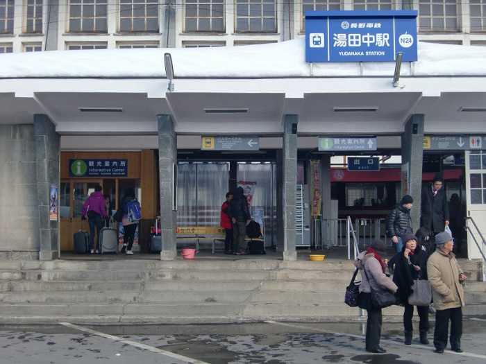 Visita a Yudanaka Shibu Onsen. Llegada a la estación de tren de Yudanaka.