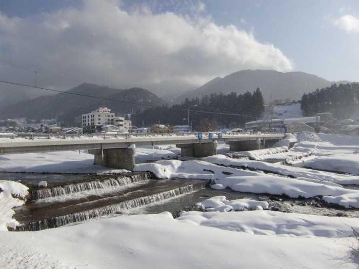 snow-monkeys-monos-nagano-yudanaka-shibu-onsen-006-camino-desde-yudanaka-eki-a-shibu-onsen-015