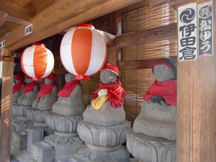 snow-monkeys-monos-nagano-yudanaka-shibu-onsen-007-pueblo-shibun-onsen-010