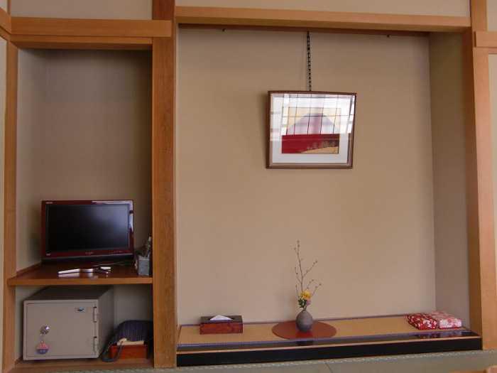 snow-monkeys-monos-nagano-yudanaka-shibu-onsen-008-ryokan-sakaeya-006-habitacion-006