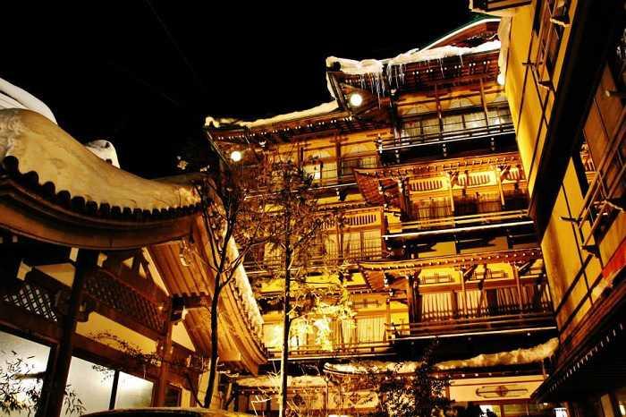 snow-monkeys-monos-nagano-yudanaka-shibu-onsen-noche-002
