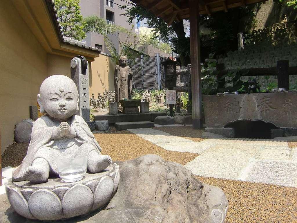 Templo Daienji buda niño estatua