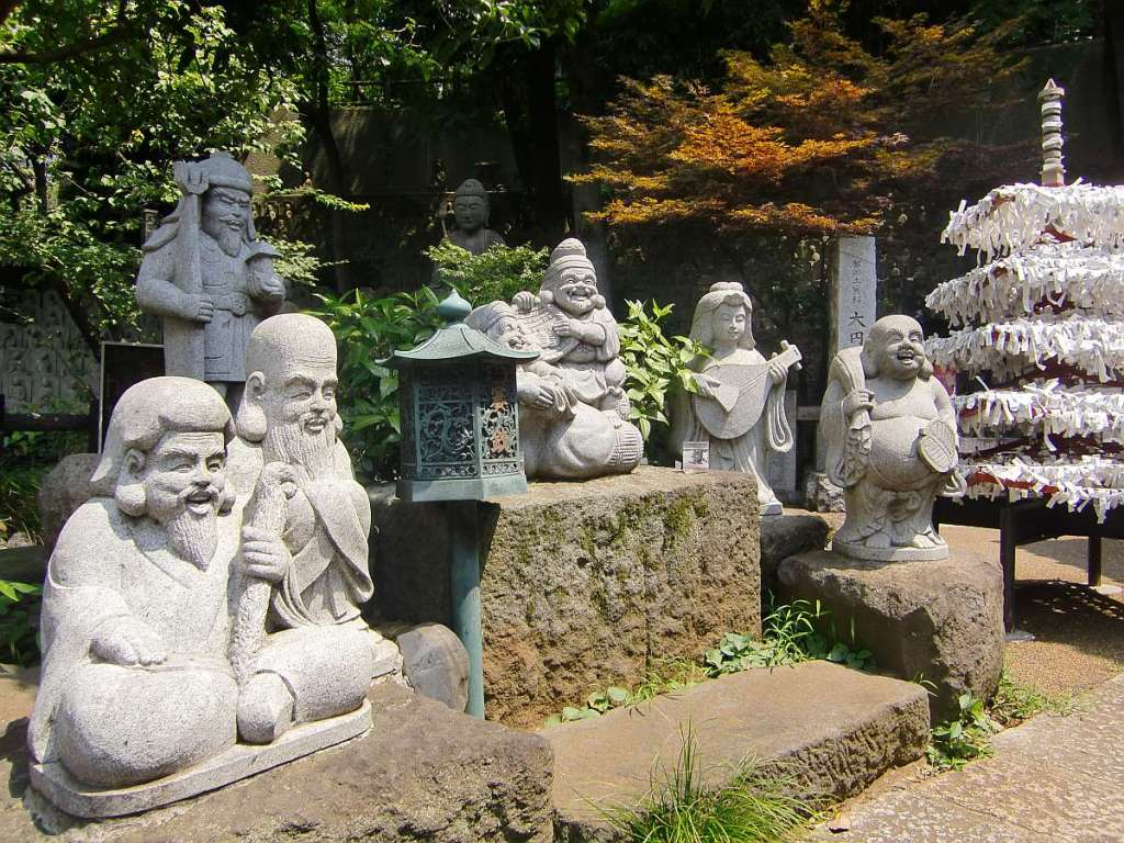 Templo Daienji varias estatuillas buda orquesta