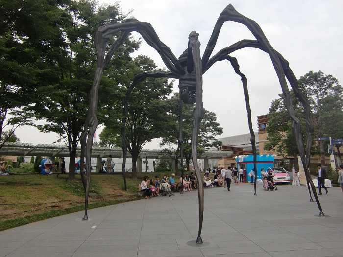 godzilla roppongi hills araña estatua bilbao