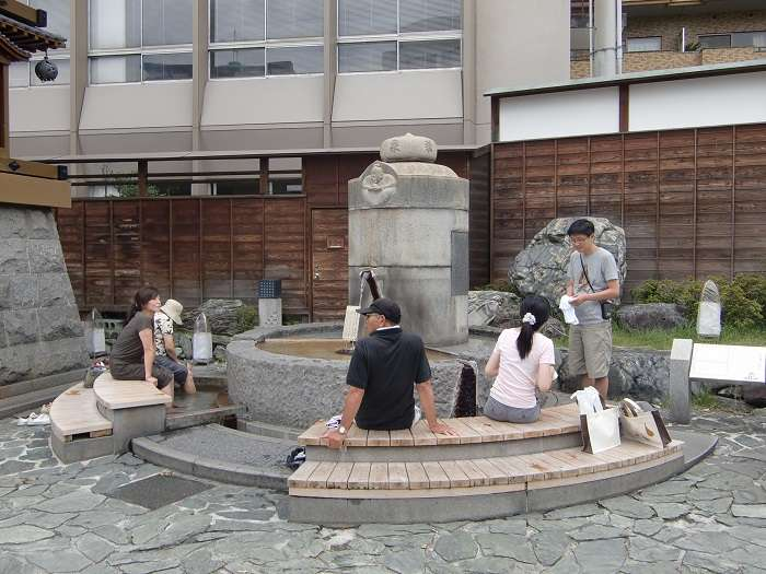 Rejoj y onsen de pies Dogo Onsen