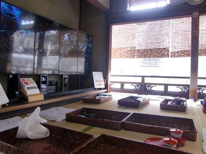 Shikoku. Ehime e Imahabara 015 - Dogo Onsen. Zona relax