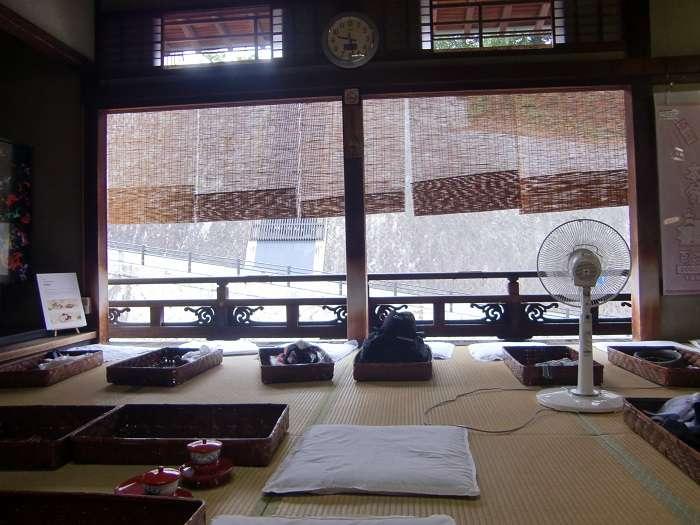 Shikoku. Ehime e Imahabara 016 - Dogo Onsen. Zona relax