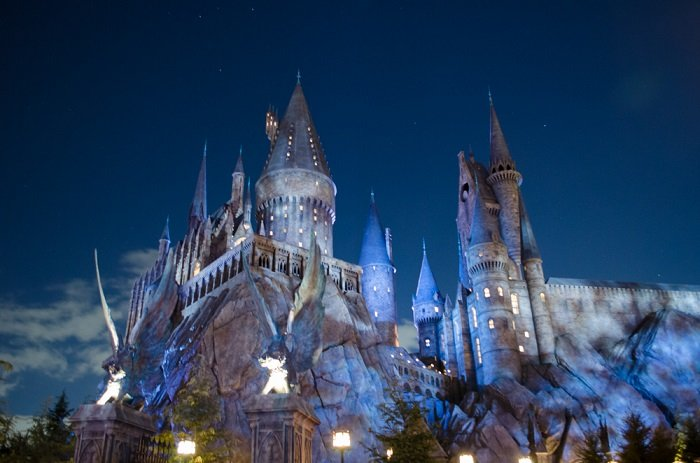 Wizarding World Harry Potter Hogwarts de noche