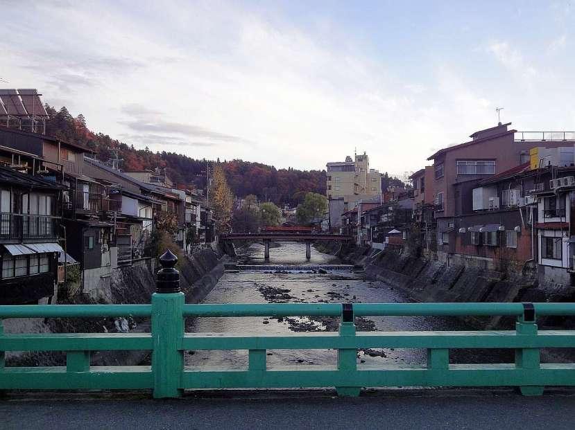 takayama puente sobre rio