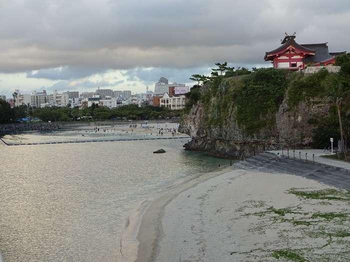 Naminoue beach Okinawa templo
