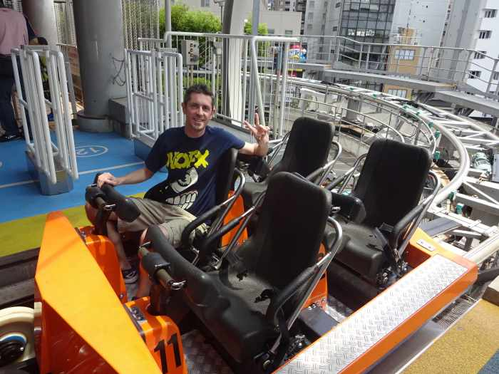 Yo montando en Thunder Dolphin Japon