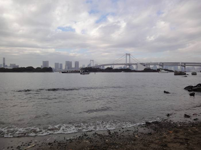 Odaiba, rainbow bridge desde la playa