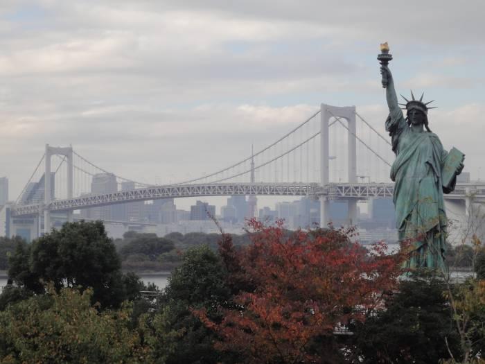 Odaiba, rainbow bridge y estatua de la libertad