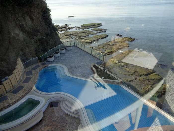 enoshima island spa piscina exterior restaurante