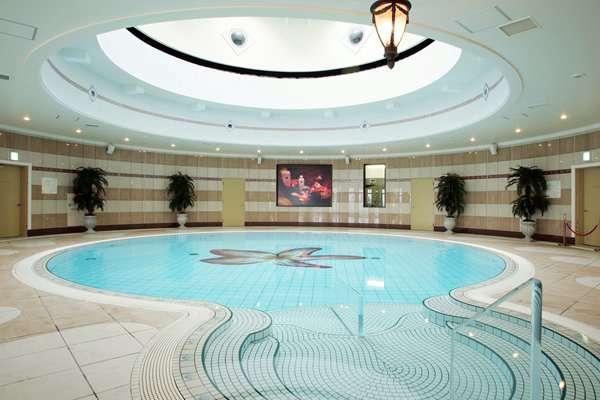 enoshima island spa piscina interior climatizada