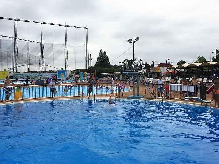 Yomiuriland WAI piscina trampolin