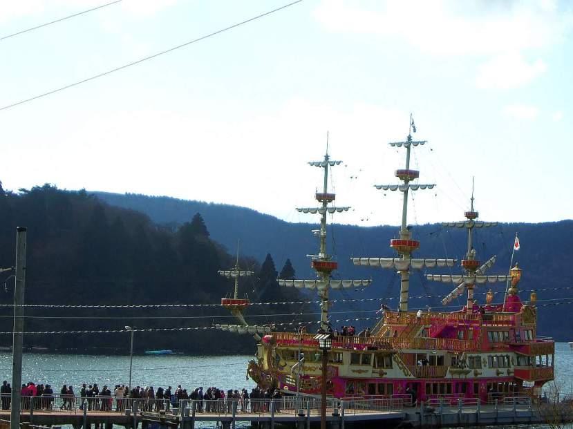 crucero rio ashi Hakone Sightseeing Boats barco pirata