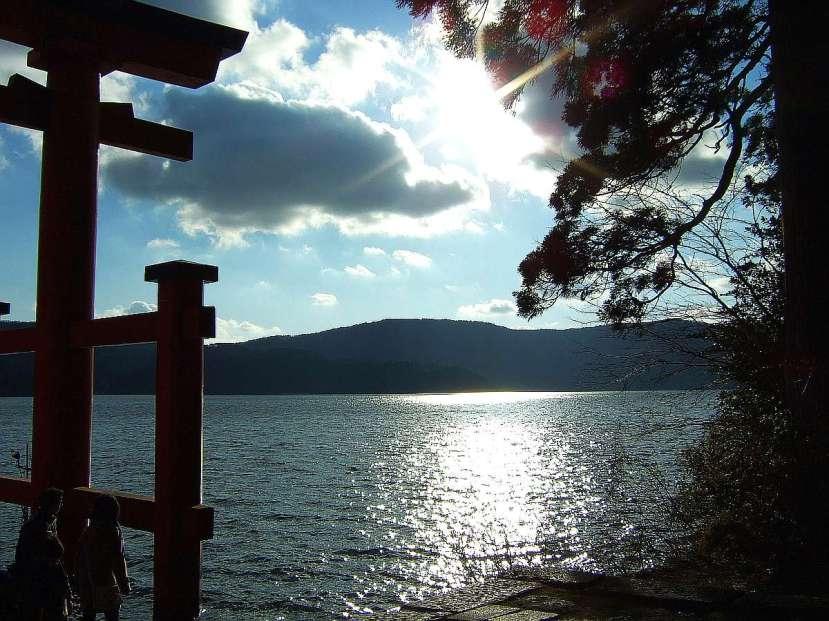hakone torii lago ashi atardecer