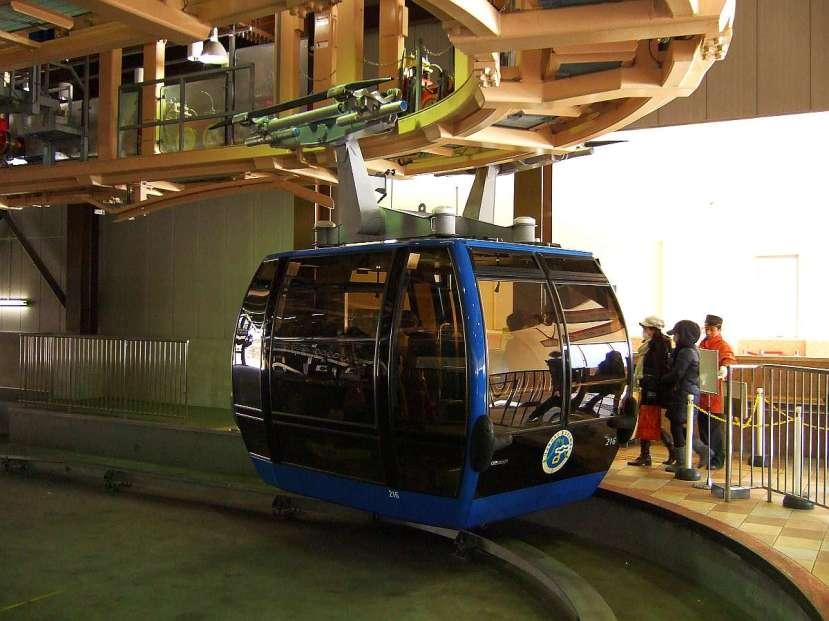 owakudani funicular ropeway vagon azul