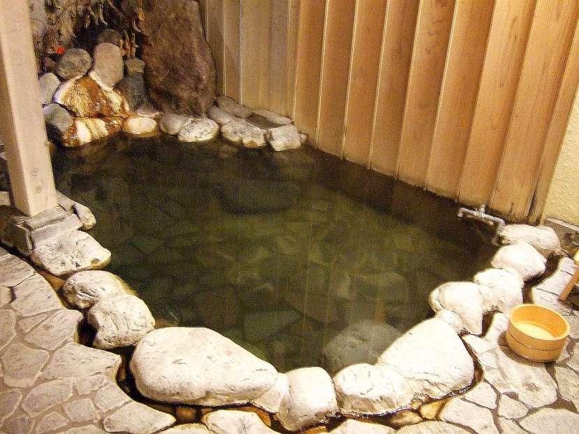 ryokan hakone rotemburo tradicional piedra