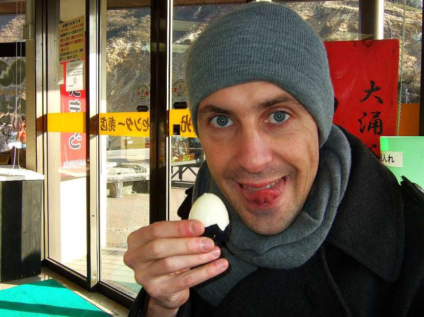 valle owakudani huevos cocidos en aguas de azufre yo probando